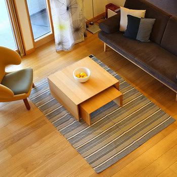 大きなラグはお部屋のアクセント使いにぴったりです。手軽に模様替えができるので、シーズンごとでチェンジできるように何枚か持っておくのもいいかもしれません。