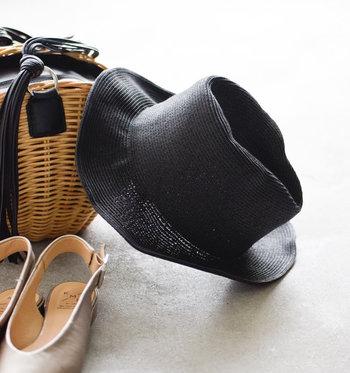 7月の強い日差しは、ハットでしっかり紫外線をカットする事をおすすめします。こちらは、ペーパー素材で軽いので、鞄にサッと入れて持ち運べる便利なアイテム。