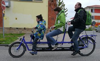 また、自転車専用レーンが整備されているところが多いのも、ドイツの特徴。それゆえサイクリングで、週末を楽しむ人も多いです。日本ではあまり見ない、変わった自転車を楽しむ姿も見受けられます。