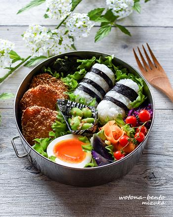 彩りを意識するだけで、お弁当はパッと華やぎます。緑・黄色・赤・白・黒、色とりどりの食材を組み合わせると、自然と栄養バランスも良くなり、一石二鳥!お弁当の蓋を開けるのが、今よりもっと楽しみになる。そんなお弁当作りを始めてみませんか♪