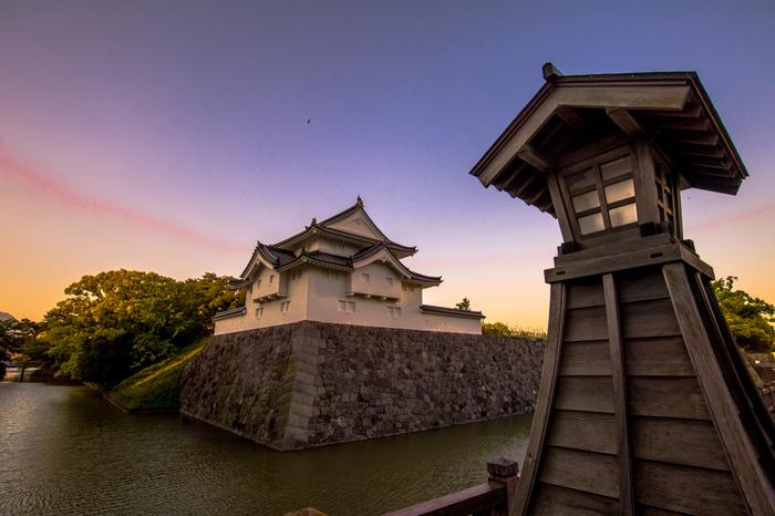 こちらの画像は、2014年に復元された「坤櫓」です。これまでにも、1989年に静岡市制100周年記念として「巽櫓」が復元され、1996年には「東御門」が復元されました。