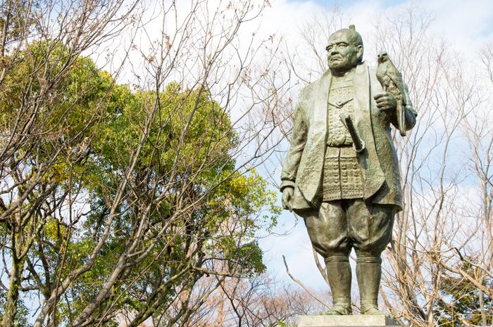 静岡市は、駿府城天守台の復元に着手する方針を発表しています。近い将来、日本最大の天守の姿が見られる可能性も。実現すれば、家康公もきっとお喜びになることでしょう。