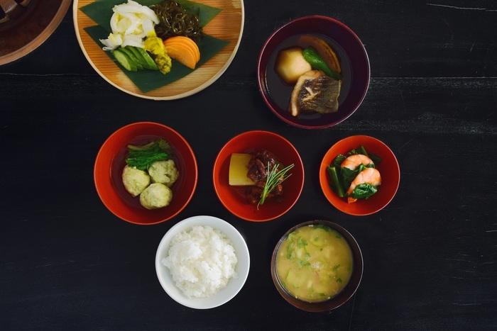 ランチタイムに訪れたら、日本の食文化の基本である「一汁三菜」を昔話でもしながら、ゆっくり味わうのもよい想い出になりそう。