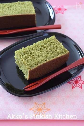 和菓子の好きなお父さんには、炊飯器で簡単に作れる抹茶カステラをプレゼント。ほっこり癒される甘さにきっとお父さんも喜んでくれるはず。