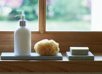 一日に何度も使うハンドソープは、油分を取り過ぎてしまわない、肌に優しいものを使うと良いでしょう。