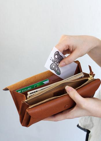 お札を丁寧に扱う人はお金が貯まるそうです。そしてお金が貯まる人は財布選びを重視します。お金に対するその人のスタンスが財布を見ればわかるのです。 あなたの財布はどうですか?大雑把になっていませんか?