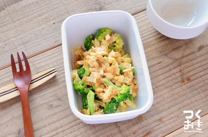 ブロッコリーとゆで卵があれば作れる、シンプルながらもやみつきになるオイマヨ和えのレシピ。日持ちさせる為のポイントは、おかかを加えることで水分を吸収させること。旨味もアップして一石二鳥です。