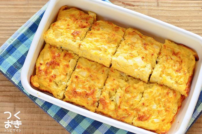 塩こうじを使ったオープンオムレツ。新玉ねぎの甘みにシラスの旨みもプラスされ、味わい深い一品に!お弁当に卵のおかずが入ると、それだけで、お弁当が華やかに。