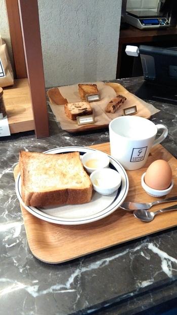 全粒粉の食パンは、もちもち感を出すために、パーラー江古田に依頼して何度も試作を重ねたというコダワリ。全粒粉トーストは、バター・はちみつ・ゆで卵とシンプルに味わうも良し、サンドイッチも絶品です♪