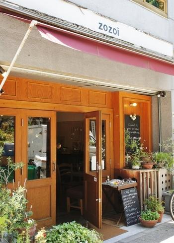 池袋西口を出て歩くこと5~6分、西池袋公園そばにある大人の雰囲気漂うカフェです。