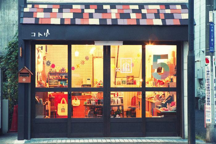 鎌倉駅より徒歩約10分ほど歩いた大町に位置するこちらの「コトリ」は文具好きにはたまらない雑貨店の聖地でもあります。