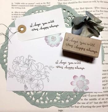 心をこめて贈りたい素敵なお花ギフト、メッセージカードをさりげなく添えてみませんか? ちょっとの心遣いで、あなたの真心がより伝わりやすい、温かみのあるフラワーギフトになりますよ。