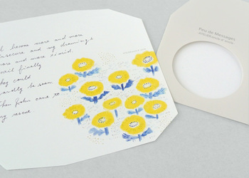 そして日頃お父さんに素直に感謝の気持ちを伝えることがなかなかできていない、または恥ずかしくて面と向かって言えないという方は、この機会にお手紙を書いてみませんか?お花が枯れてしまっても、手紙はずっとお父さんの手元に残るでしょう。