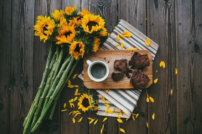 2018年6月17日の父の日には、一生懸命働いて育ててくれたお父さんへの恩返しに、そして日頃の感謝の想いを込めて、黄色い花のフラワーギフトを贈ってみませんか?