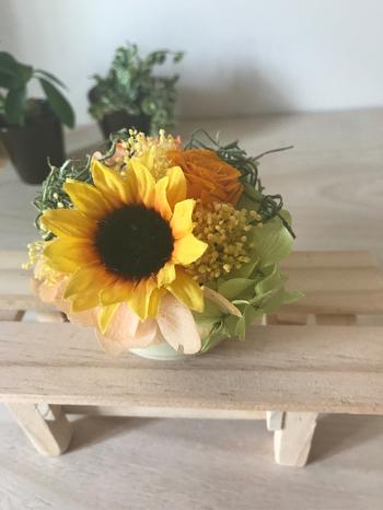 夏を迎えるのにふさわしいヒマワリは、太陽のように明るく元気なイメージのお花。花言葉も、「愛慕」「憧れ」など、父の日にもぴったりですね♪