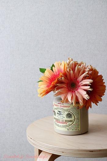 ガーベラの花言葉は、どの色も変わらず「希望」や「常に前進」など、とってもポジティブな意味を持つお花なのでギフトには最適です!お手頃価格なのも見た目も可愛いのが嬉しいポイント。プレゼントに添えて気軽に送りたい時にもオススメです。