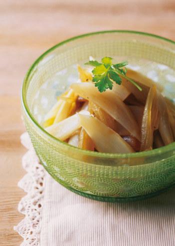 和食の印象が強い山菜ですが、マリネにしてもヘルシーでおいしいですよ。こちらのレシピではふきの他に、同じく春が旬のうども合わせて。