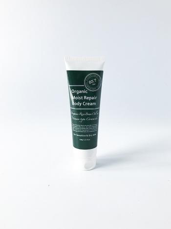 こちらは全身に使えるオーガニック成分のボディクリーム。肌の保湿には欠かせないセラミドを配合しており、肌の内側からしっかりと潤いを保ちます。