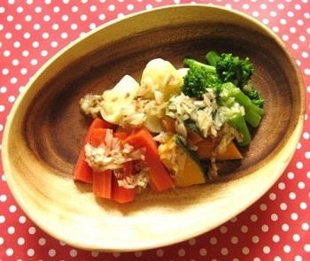 ゆで野菜をシンプルに楽しみたい時には、手作りのアンチョビドレッシングはいかがでしょう?材料を合わせるだけと簡単なので、ぜひ一度お試しを♪