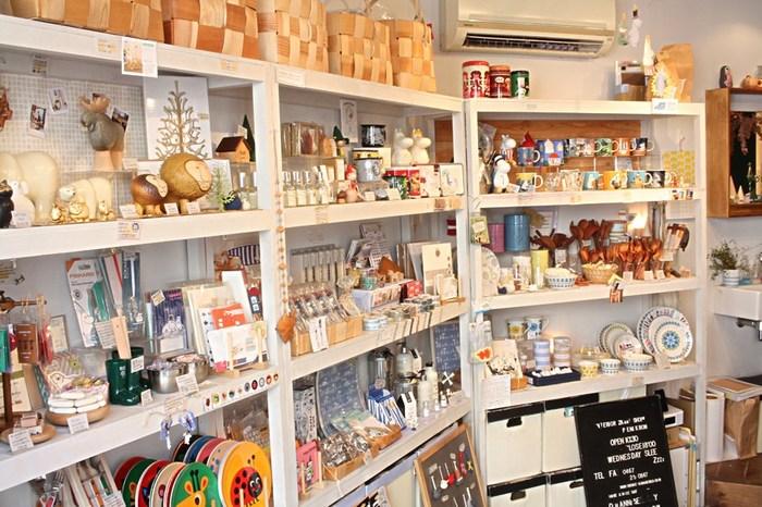 こちらの店舗はさらにギュギュッと北欧アイテムが凝縮してセレクトされており、ムーミングッズや大人気のカンケンバックに出合えることも。クローネ・フスと共に北欧好きなら押さえておきたい素敵な雑貨店ですよ。