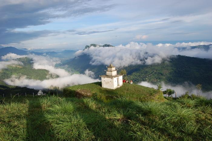 ポカラ市街地から約15キロメートル離れた山間部にあるダンプスは、ヒマラヤ山脈・アンナプルナ連峰麓の村です。