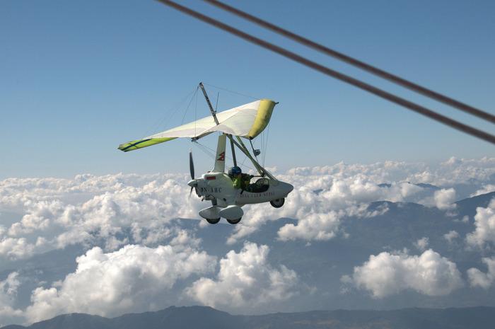 電動グライダーは、かなりの上空を飛行する上に、飛行機のようにガラスの窓が無いため、眼前で雲海など、普段ではなかなか見ることができない素晴らしい景色を堪能することができます。