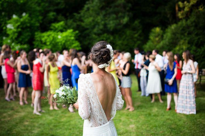 カラフルな色合いのドレスは、大切な友人のハレの日にはぴったりです。まるで春夏に咲く花のような彩り豊かなドレスで、幸せいっぱいの花嫁を囲んでお祝いしませんか?