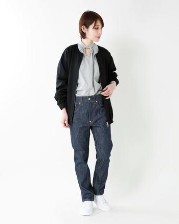 テーパードが強いデザインはコーディネートに存在感を与えてくれます。裾が細いので、足元はボリュームのある靴が◎