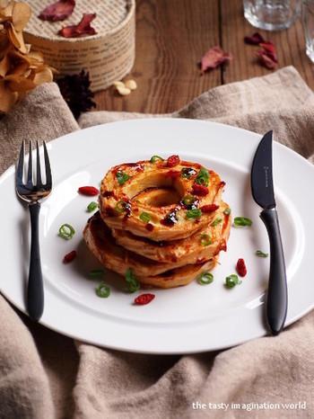 卵液にくぐらせて作るピカタもオイスターソースとバターで作れば一気に中華風に大変身。車麩の輪が可愛い食べ応えのあるレシピです。