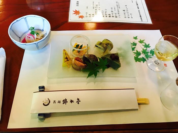 お料理は、本格的な京料理。いくつかのコースあるので、ご予算に合わせて選んでみられてはいかがでしょうか。特にお刺身が美味しいと評判です。
