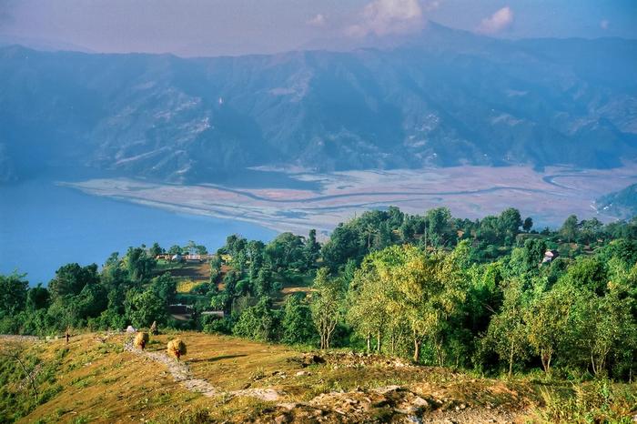 サランコットから眺めるペワ湖の美しさは格別です。