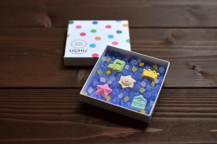 """""""和菓子も、宇宙のようにまだまだ無限の可能性を秘めている""""という想いからつけられた「UCHU wagashi」という店名。""""しあわせになる和菓子で新しい伝統をつくりたい""""という店主の気持ちが素敵ですね。"""