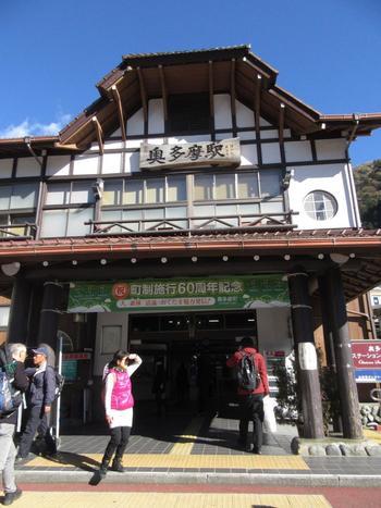 JR青梅線・奥多摩駅。「奥多摩温泉 もえぎの湯」まで、ここから徒歩圏内です。