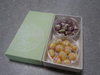 ストロベリー・オレンジなどのフルーツ味から、京都らしい抹茶・梅・桜餅などの和を感じさせる味まで多種多様!プレゼント選びも、色や味の組み合わせを考えるだけでも楽しそうですね。
