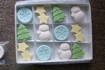季節に合わせたモチーフを扱うところは、やはり「和菓子」の伝統なのでしょうか。クリスマスにはこんなキュートなセットも。季節ごとにチェックして、自分へのご褒美や仲良しのプレゼントに選んでみては?