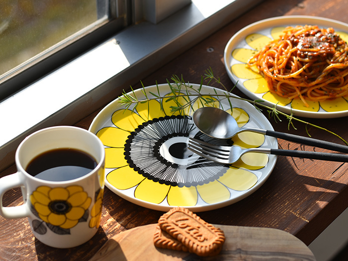 食器やカトラリーも、お気に入りのものを使ってみましょう。いつもよりほんの少し丁寧な盛り付けを心がければ、さらに特別感が味わえちゃいます。