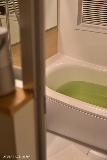 シャワーで済ませがちな季節ですが、冷え対策にはしっかりと湯船で体を温めましょう。発汗することで、体温調節がうまくできるようになり、気温差によるバテを防ぐ効果もありますよ。