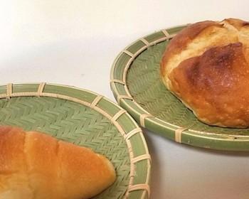 こちらは、幾何学模様のような美しい網目の「竹皿」です。蒸れにくいので、焼いたパンを乗せるのにも丁度いいですね。
