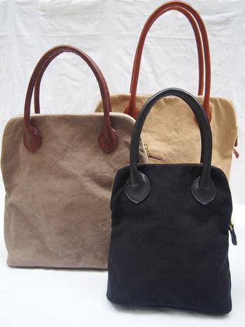 TANDEYのラウンドファスナートートは3サイズ展開。長めのレザーの持ち手が愛らしく、毎日のおでかけに連れていきたくなりますね。TANDEYはオンラインショップではカラーオーダー制なので、自分にぴったりのバッグを手に入れることが出来ます。(店舗で現物販売もあり)