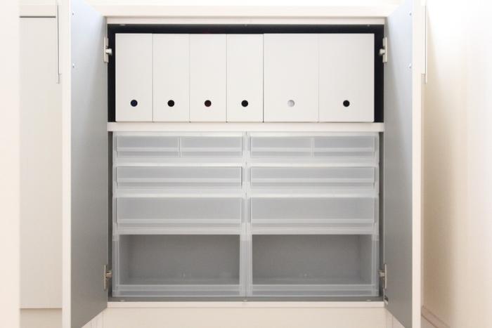 無印のポリプロピレンケース引出式を組み合わせて棚をつくれば、空間を余すことなく使うことができます。無印には、高さや幅がさまざまなポリプロピレンケースが揃っているので、スペースや収納したいモノに合わせて、カスタマイズできるのがポイントです。