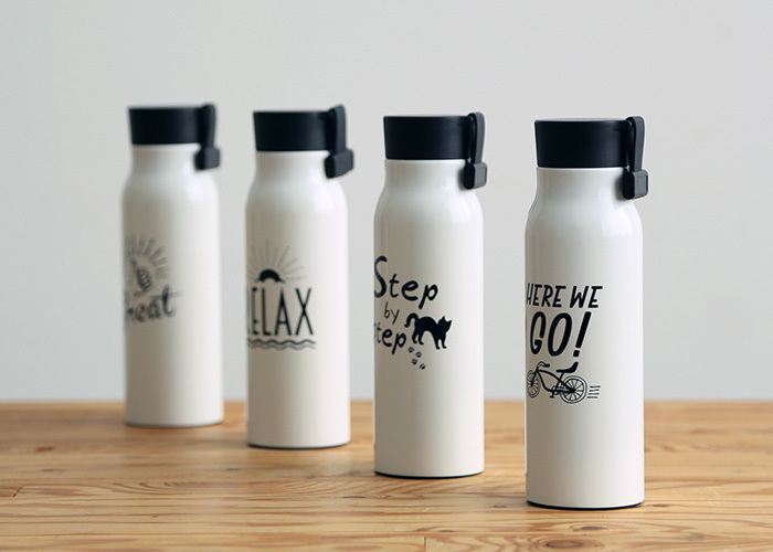 ユニークな手書き風メッセージが印象的な高級感あるステンレスボトル。モノトーンですっきりしたデザインなので、上品さもあり、使う場所を選びません。もちろん、保温も保冷もOK。また、パーツは全部分解して洗えるので衛生的です。