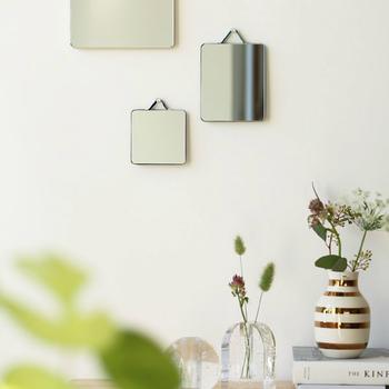 一番小さいサイズは手鏡程のサイズで、大きめサイズと組み合わせて、インテリアを楽しんでみてはいかがでしょう。 まるで絵画を飾るみたいに、お部屋の壁を素敵に演出してくれます!