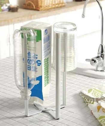 一台でいろいろと使えるエコスタンド。牛乳パックやペットボトルを乾かすだけでなく、マグボトルやグラスを乾かすときに便利です。チャック付きの保存袋を乾かすのにもぴったりですよ!