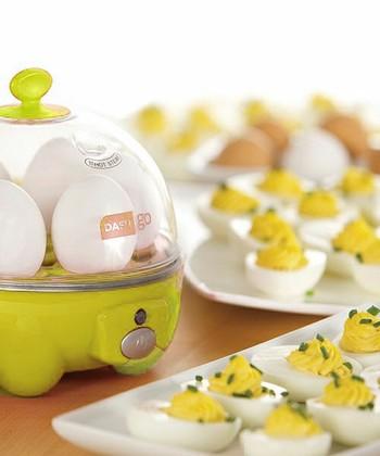 タマゴ好きにはたまらないエッグクッカー。様々な種類のタマゴ料理を簡単に、スピーディーに、失敗なしでつくれる優秀アイテムです。ゆで卵のかたさも好みに合わせて調節可能!
