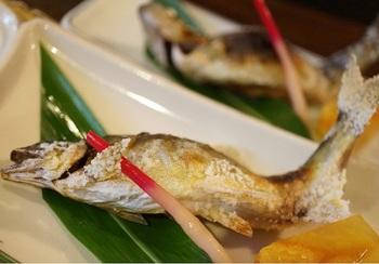 清流に棲む魚が頂けます。  画像は『アユの塩焼き』。ほかに…。↓