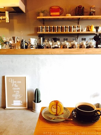 武蔵境駅の北の方に4分ほど歩いたところにある「NORIZ COFFEE」は、自家焙煎のスペシャリティコーヒーが味わえます。エスプレッソ、カプチーノやラテなどエスプレッソベースのものと、ハンドドリップが用意されています。ハンドドリップは豆は、シングルオリジンとオリジナルブレンドがあり7種類くらいから選ぶシステムです。こだわりの豆は販売も行っていますよ。