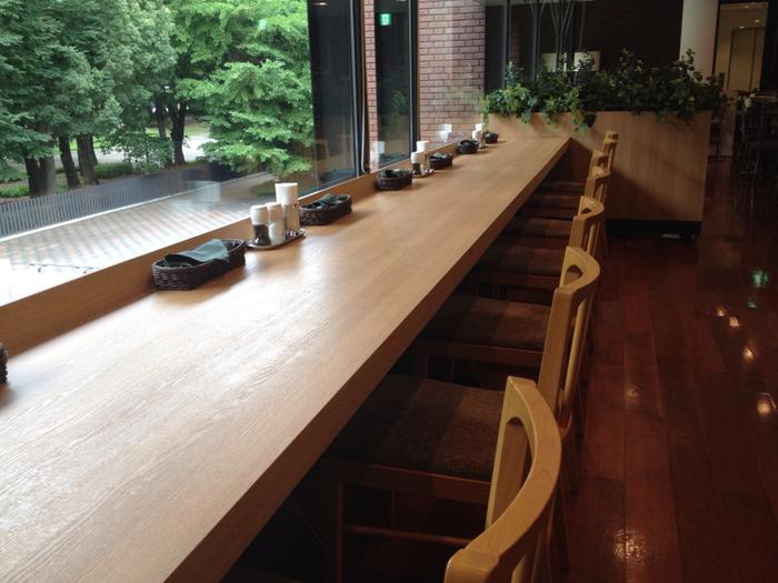 館内にはカジュアルに料理を楽しめるレストランもあります。こちらは特別展開催中の金曜日のみ20:00まで営業しているので、夕食をかねて美術館を訪れるのも良いですね。