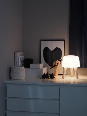 &Tradition の照明「MILK」はとろみのあるやわらかな光が特徴的なライトです。静かなときを過ごせそうですね。