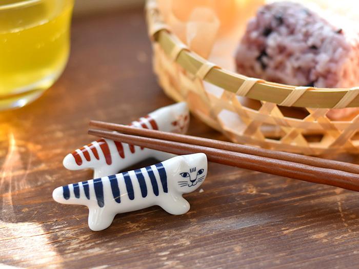 これちらは、リサ・ラーソンのネコちゃん、マイキーの箸置きです。ちょっとしたディスプレイにしておいて食事の時にお仕事をしてもらうのはいかがでしょうか。