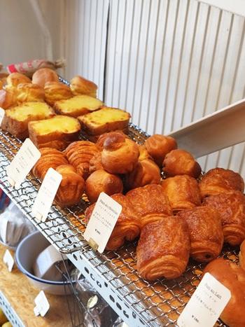 ブリオッシュやバゲットなど美味しそうなパンもたくさん揃っているので、毎日通いたくなりますよ。